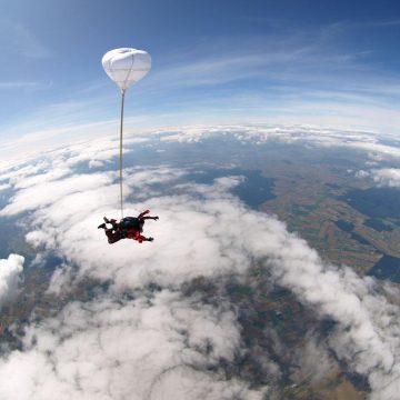 Skok spadochronowy w tandemie